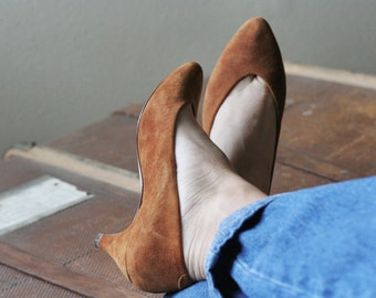 80s 90s ocher suede low heel pumps