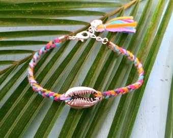 Explorista bracelet - Multicolour braided bracelet with silver coloured cowry shell and multicolour tassel