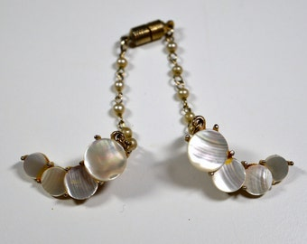 Sweater Chain Collar Clip Vintage Mother of Pearl Goldtone Faux Pearl Chain Vintage Jewelry Fashion Accessory