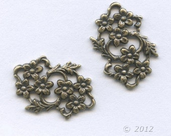 Brass floral connector. 13mm x 19mm. Pkg. of 4. b9-0830(e)