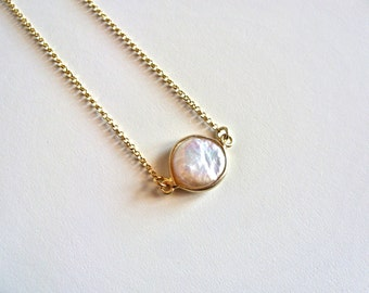 Coin Pearl necklace // Mother of Pearl necklace // Flat Gold Pearl Necklace // Delicate Chain necklace // Bridal Wedding necklace