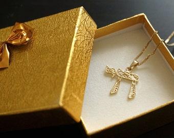 judaica jewelry, jewish jewelry, israel jewelry, gold chai pendant, solid gold chai, jewish gold jewelry,jewish pendant,simple gold pendant