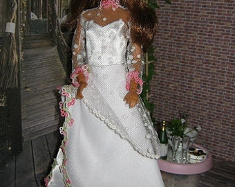 Weddingdress with tatted lace