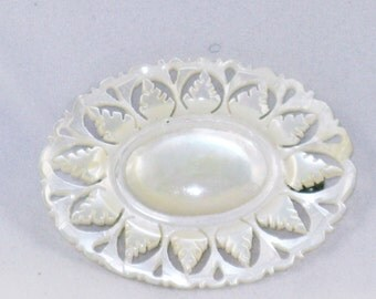 Vintage Mother of Pearl Hand Carved Oval Leaf Brooch Pin (B-4-4)