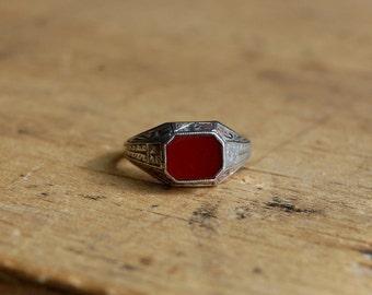Art Deco carnelian 10K signet ring ∙ 1930s Art Deco hardstone gold ring