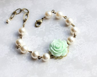 Bridemaids Gift Mint Rose Bracelet Pearl Bracelet Flower Bracelet Wedding Jewelry Maid of Honor Gift Pastel Green Jewelry Bridal Accessories