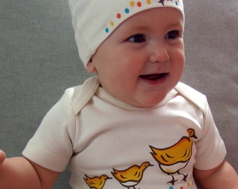 Ducks Organic Cotton baby bodysuits and matching hat sets /baby shower gift, boston ducklings on the commons