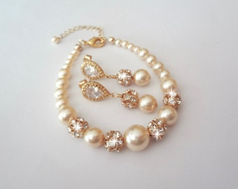 Pearl jewelry set ~ Swarovski pearls and crystals ~ Brides jewelry set ~ Wedding jewelry ~ Graduating pearl bracelet, earrings set ~ISABELLA