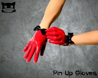 Pin-up latex gloves