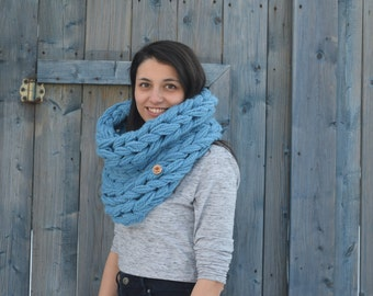 Chunky blue scarf | Knitted wool scarf | Chunky winter scarf | Winter accessories | hand knit cowl | Hot wool scarf | Handmade automn cowl
