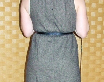 Sleeveless tweed dress/brown tones/collared neckline/