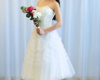 La Évelyne - 1950s Lace and Tulle Strapless Wedding Dress