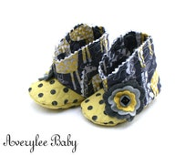 Spotted Love Baby Boots, Baby Giraffe Booties, Newborn Booties, Baby Shower Gift, Gray and Yellow Baby Boots, Soft Sole Booties