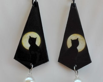 Cat Moon earrings with pearl