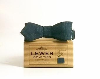 Narrow Men's self-tie bow tie 50s style vintage wool diamond point bow tie