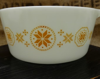 Vintage Town and Country Pyrex Casserole Dish 1 1/2 quart