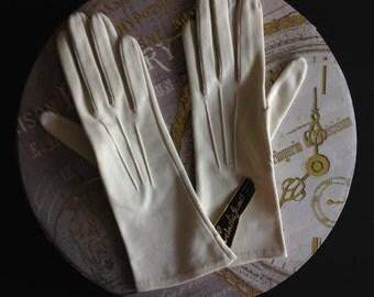 Cream Vintage Gloves.