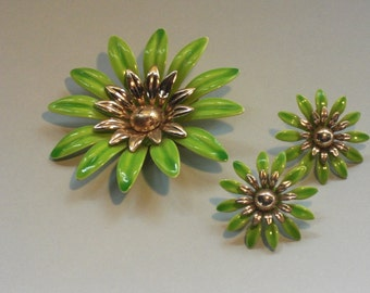 "PIN (139) and ""daisies"" earrings, signed SARAH VOCs, to 1950's"