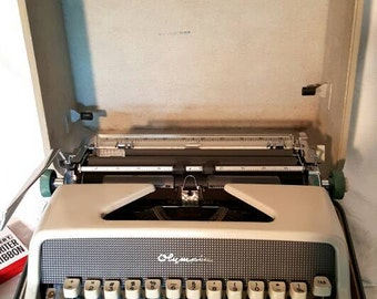 Olympia SM8 Deluxe Two-Tone Manual Portable Typewriter in Case with Ribbon, West Germany, 60s Typewriter, Industrial Decor, vintage office