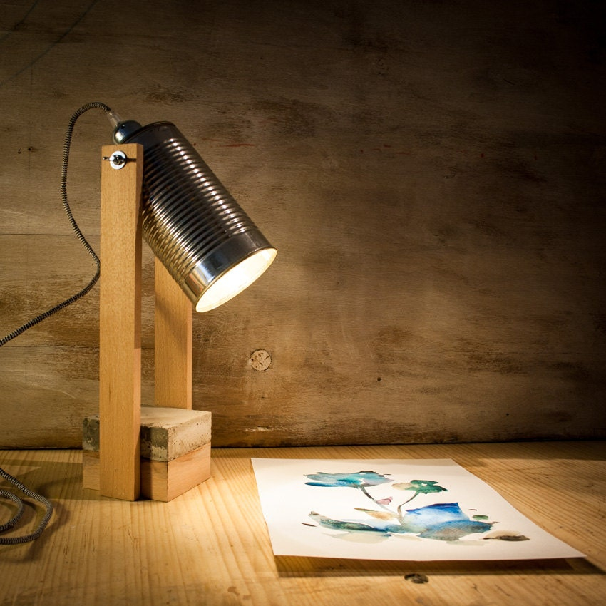 L mpara escritorio madera cemento bote l mpara madera - Lamparas de mesa recicladas ...