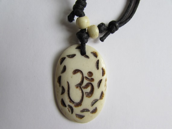 Adjustable Wax cord Om Ohm Aum Namaste Yak bone necklace handmade hand carved Unisex Tribal bone beads Yoga Yogi Free UK Delivery G2D19