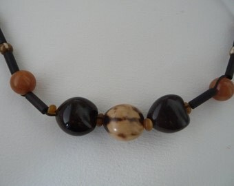Color beige and brown short necklace made with nuts, bamboo and os