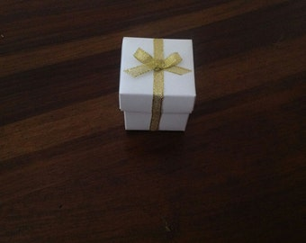 Box and lid favours