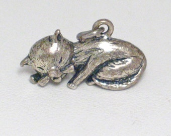 Silver 3d charm sleeping cat kitten solid sterling silver 4 bracelet or necklace Vintage sculpted animal pet theme