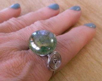 Handmade Green Fractured Glass Ring – Size 9 – Wire Wrapped