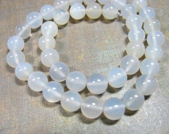 Milky Agate, 8mm, 39 beads - 220