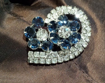 Vintage brooch blue and clear crystal