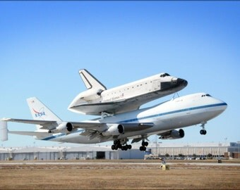 24x36 Poster . Boeing 747 With The Space Shuttle Endeavour