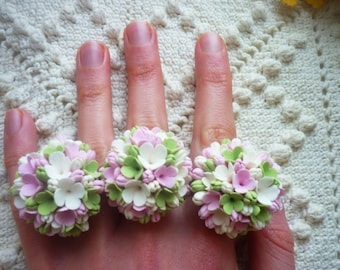 Flower ring Bridesmaid ring Floral statement ring Blossom Engagement ring Green ring Pink ring White Clay ring Wedding ring Boho jewelry
