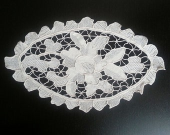 Vintage, Home Decor, shabby chic, Table topper, vintage doily, cotton,beige,oval doily