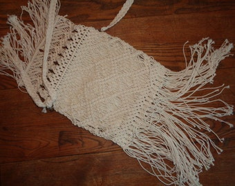 Vintage Boho Hippie Style, Hand Made Macrame Purse with great fringe finish in Very Good Condition, Off White Well Woven Shoulder Bag