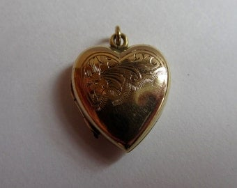 Vintage 9ct gold  back and front heart shaped locket