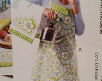 McCalls 6479, home crafts, apron, potholders, microwave bag, double mitts