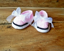Newborn girl booties, crocheted pink baby shoes, hand knit baby clothes, cute baby booties, baby slippered boutique, unique reborn baby girl