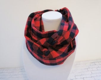Infinity scarf with Buffalo plaid, tartan scraf, black and red scarf, fall scarf, woman scarf, gift for her, black scarf, red scarf