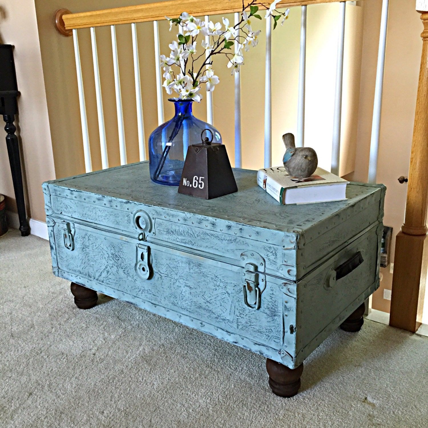 vintage trunk table coffee table. Black Bedroom Furniture Sets. Home Design Ideas