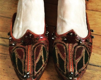 Vintage leather Moroccan sandals size 7.5.