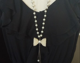 Georgeous,Pearlesque, Bow & Crystal Necklace