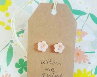 Flower button stud earrings
