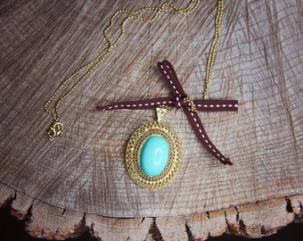 Blue Stone Necklace ~1 pieces #100399