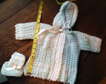 1950s White, Blue, Rosebuds HOODED SWEATER, Booties 1-3 month