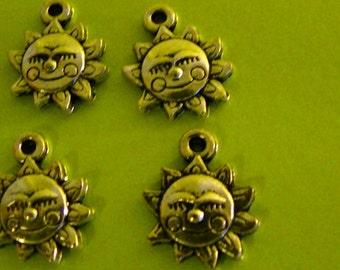 Smiley Sun Charms (4)