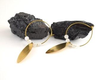 LA LUNA/Brass earrings with moon stones