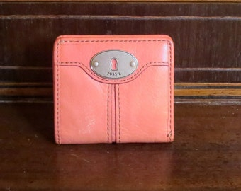 Spring Sale Vintage Fossil Salmon Leather Fold Over Wallet With Coin Purse Currency Sleeve, Snap Closure And Silver Tone Hardware- VGC