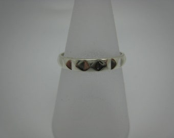 Pyramid Stacking Ring