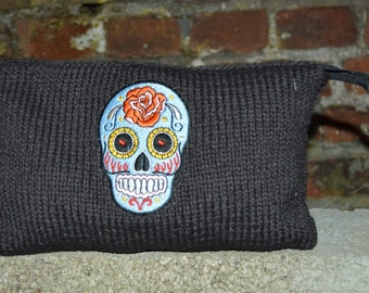 Kit with skull embroidered blue